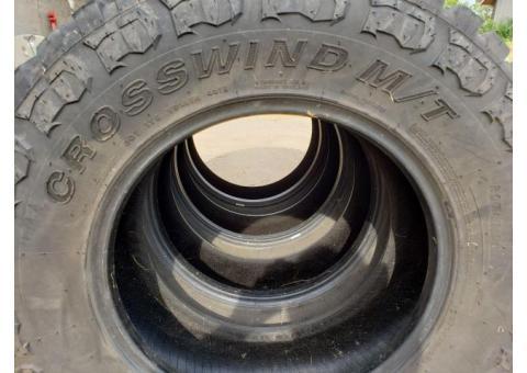 Set of 4 NEARLY NEW Crosswind MT LT275/70R18 tires